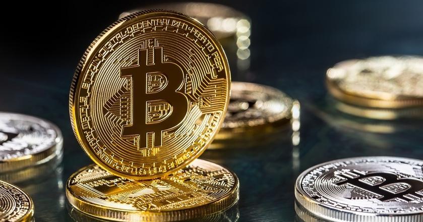 Działania polegające na zamykaniu kont za handel m.in. bitcoinem zasugerowała bankom Komisja Nadzoru Finansowego