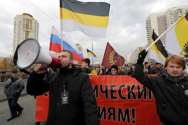 """Według niezależnej """"Nowej Gaziety"""" w tegorocznym marszu nacjonalistów wzięło udział 300 osób."""