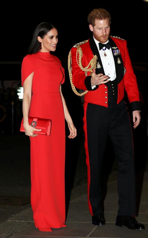 Efektna crvena haljina