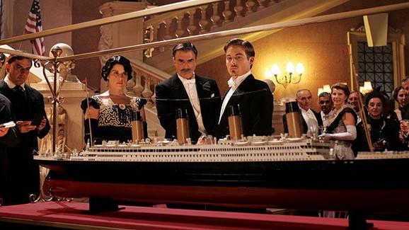 Zverka (Kris Not) kao jedan od putnika na Titaniku
