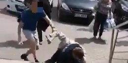 Nożownik zaatakował policjanta, miał zdjęcia z Jakim. Minister odpowiedział na to krótko