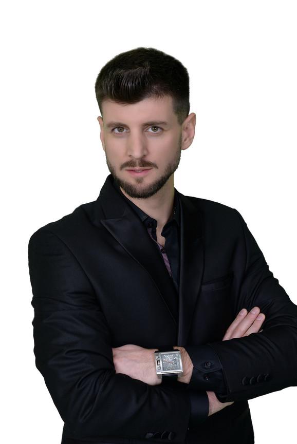 Nikola, novi pevač