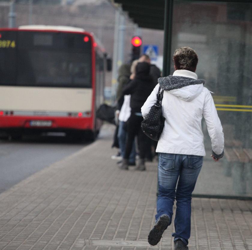 Autobus uciekł pasażerce