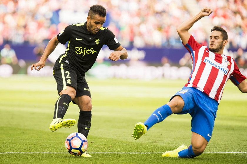 Douglas Pereira dos Santos, wypożyczony z FC Barcelony gracz Sportingu Gijon doznał kontuzji podczas snu