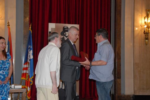 Uručenje nagrade Svetislavu Basari