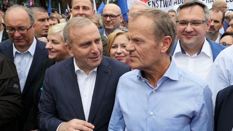 (w środku, od lewej) Grzegorz Schetyna i Donald Tusk. 18.05.2019 r.