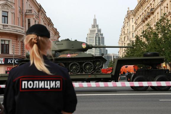 Ruska policija radi u lošim uslovima (foto: proba vojne parade povodom Dana pobede)