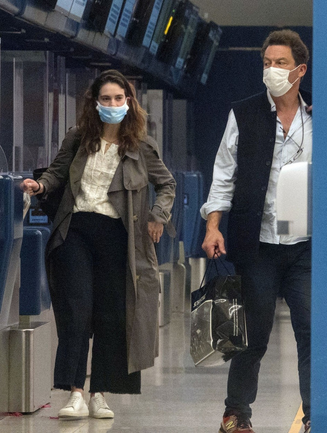 Dominik Vest i Lili Džejms na aerodromu u Rimu