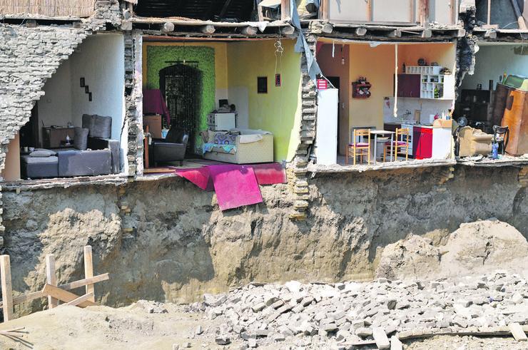 Novi Sad 298 Uruseni stanovi nemarom investitora ulica Dositejeva 11 foto Robert Getel