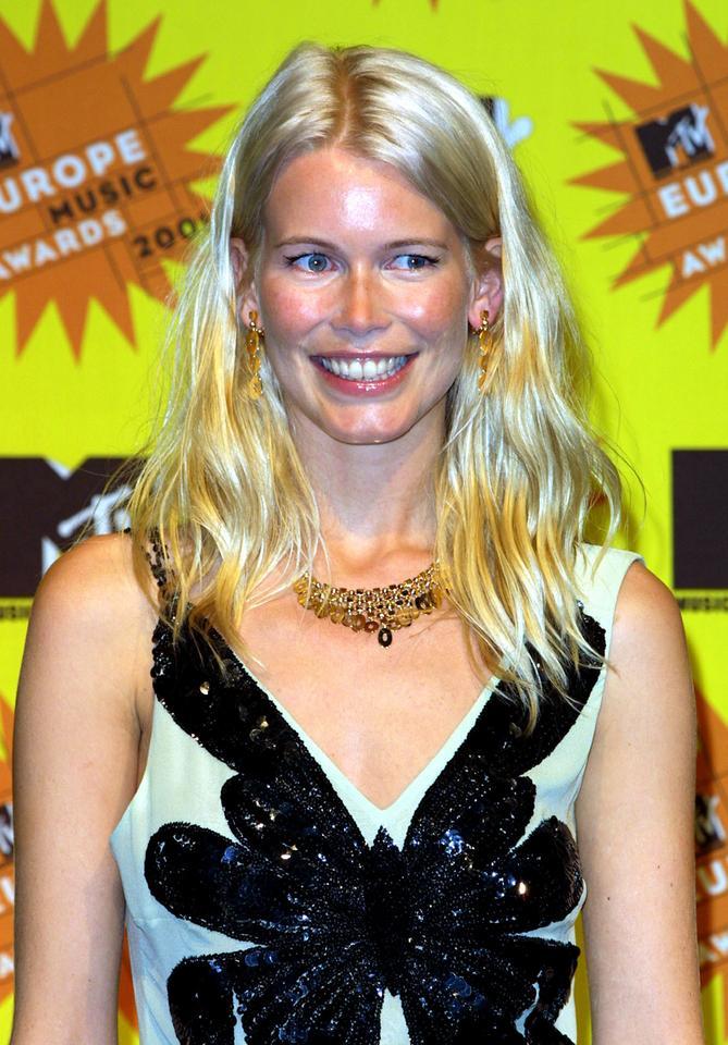 Claudia Schiffer w 2001 roku
