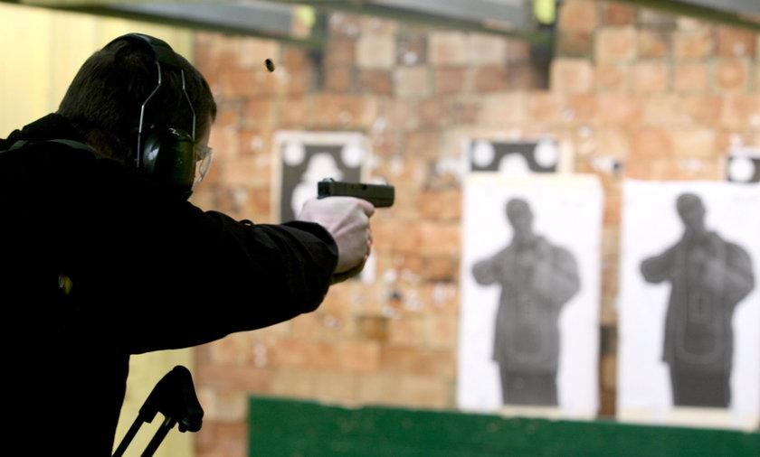 Poznań: 70 proc. policjantów oblało egzamin ze strzelania. Instruktorzy odsunięci