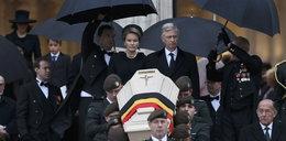 Gafa na pogrzebie królowej. Co robi Tusk?