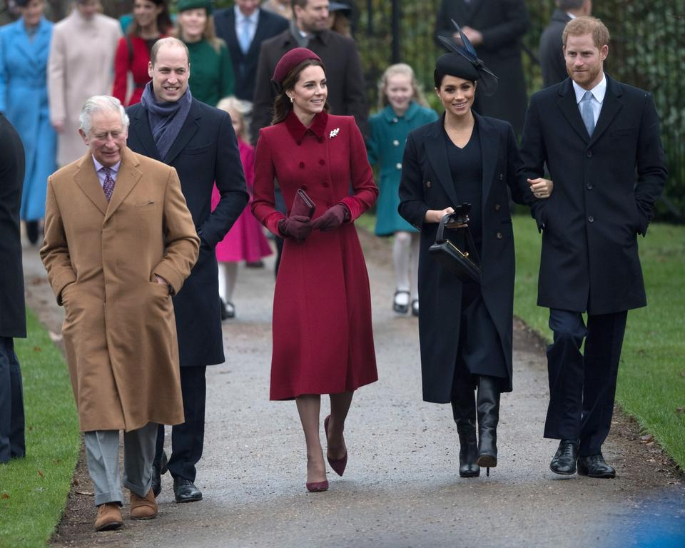 Książę Karol, książęta Cambridge - Kate i William oraz książęta Sussex - Meghan i Harry