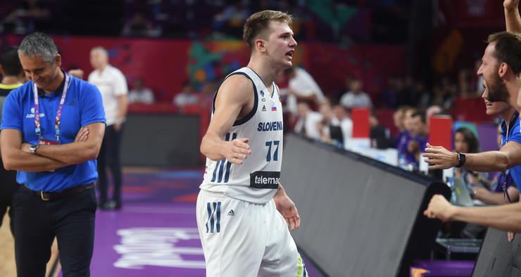 Košarkaška reprezentacija Slovenije, Košarkaška reprezentacija Letonije