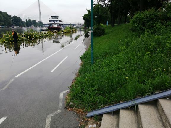 Poplavljeno sve ka Mostu na Adi