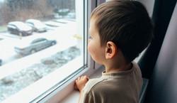 """Antyszczepionkowcy wtargnęli do domu dziecka. """"Mówili, że jestem morderczynią"""" [NAGRANIE]"""