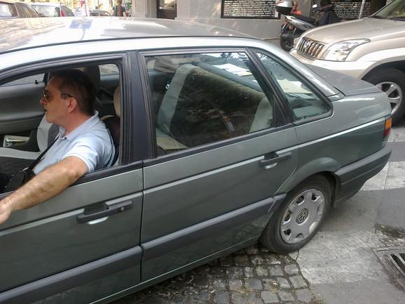 Službeno vozilo Prekršajnog suda bilo je parkirano preko pešačkog prelaza