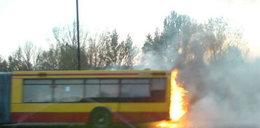 Spłonął autobus w stolicy. Pasażerowie uciekli.