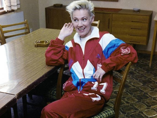 Vratila se sa trčanja, ušla u kupatilo, pala i udarila glavom u lavabo: Slavna pevačica je danas preminula, a dani tuge su počeli pre 17 godina