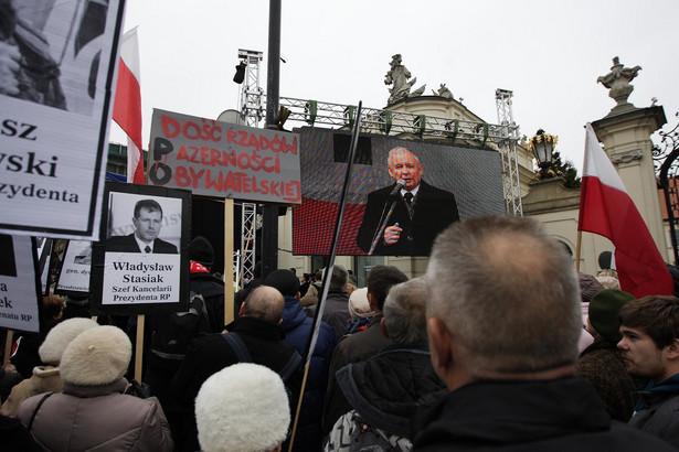 Wystąpienie Jarosława Kaczyńskiego pod Pałacem Prezydenckim