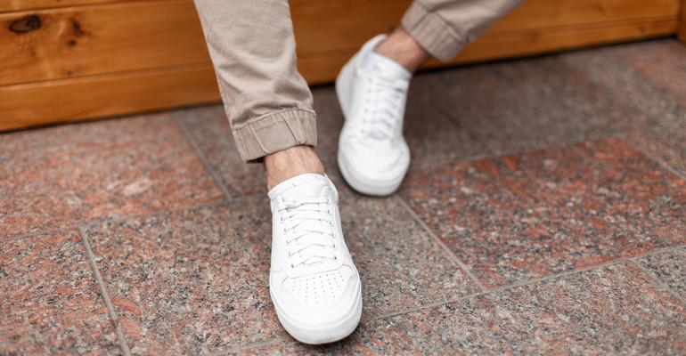 Какую мужскую летнюю обувь выбрать? Пятерка лучших моделей до 150 злотых