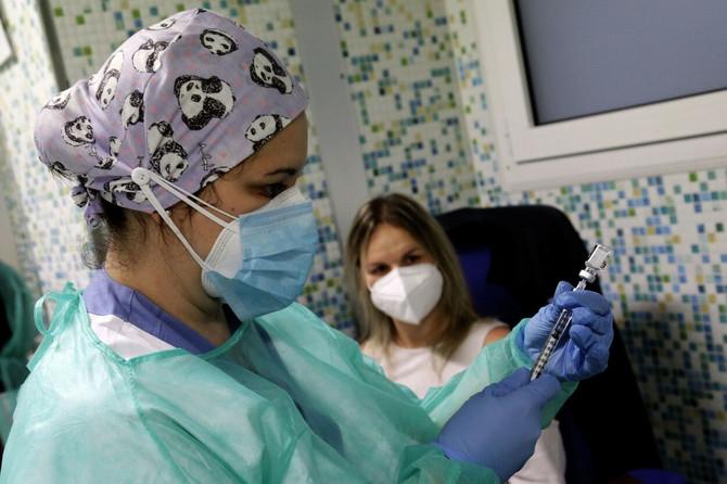 Svi se nadaju da će vakcinacija zaustaviti pandemiju korona virusa