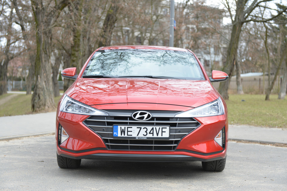 Hyundai Elantra 1.6 6AT