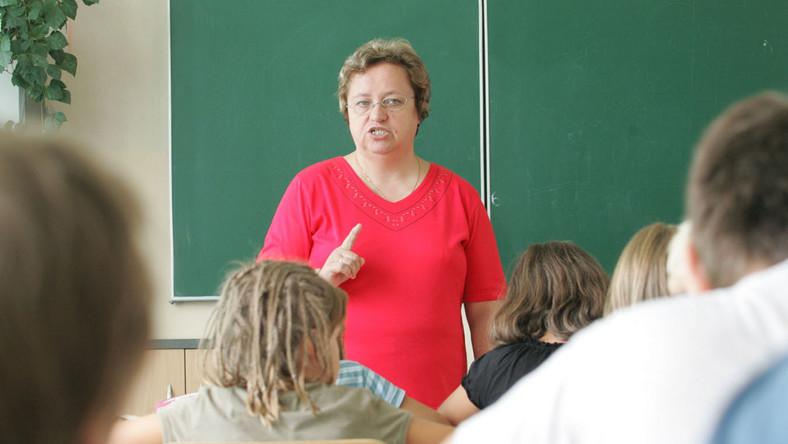 Najbardziej ufamy nauczycielom, najmniej politykom