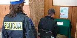 On głosował pod eskortą policji! FOTO