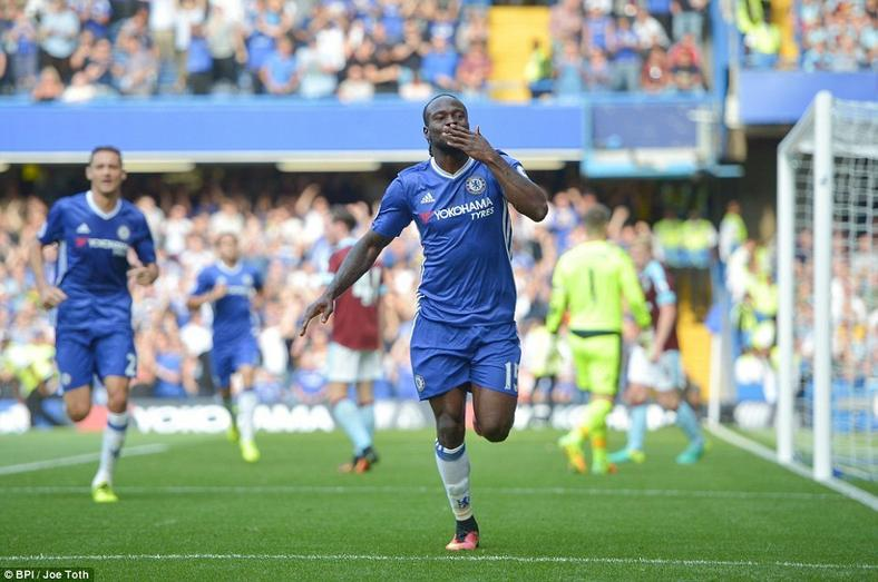 Victor Moses made 33 appearances to help Chelsea win the Premier League in the 2016/2016 season. (Getty Images)