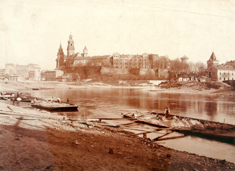 Rozładunek piasku wydobytego z dna Wisły ok 1908 r.