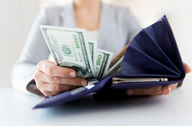 Bezrobotna matka samotnie wychowująca dziecko do 7 lat może także liczyć na refundację kosztów opieki nad dzieckiem.