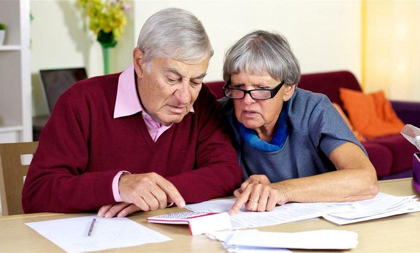 Starsze Małżeństwo nad papierami