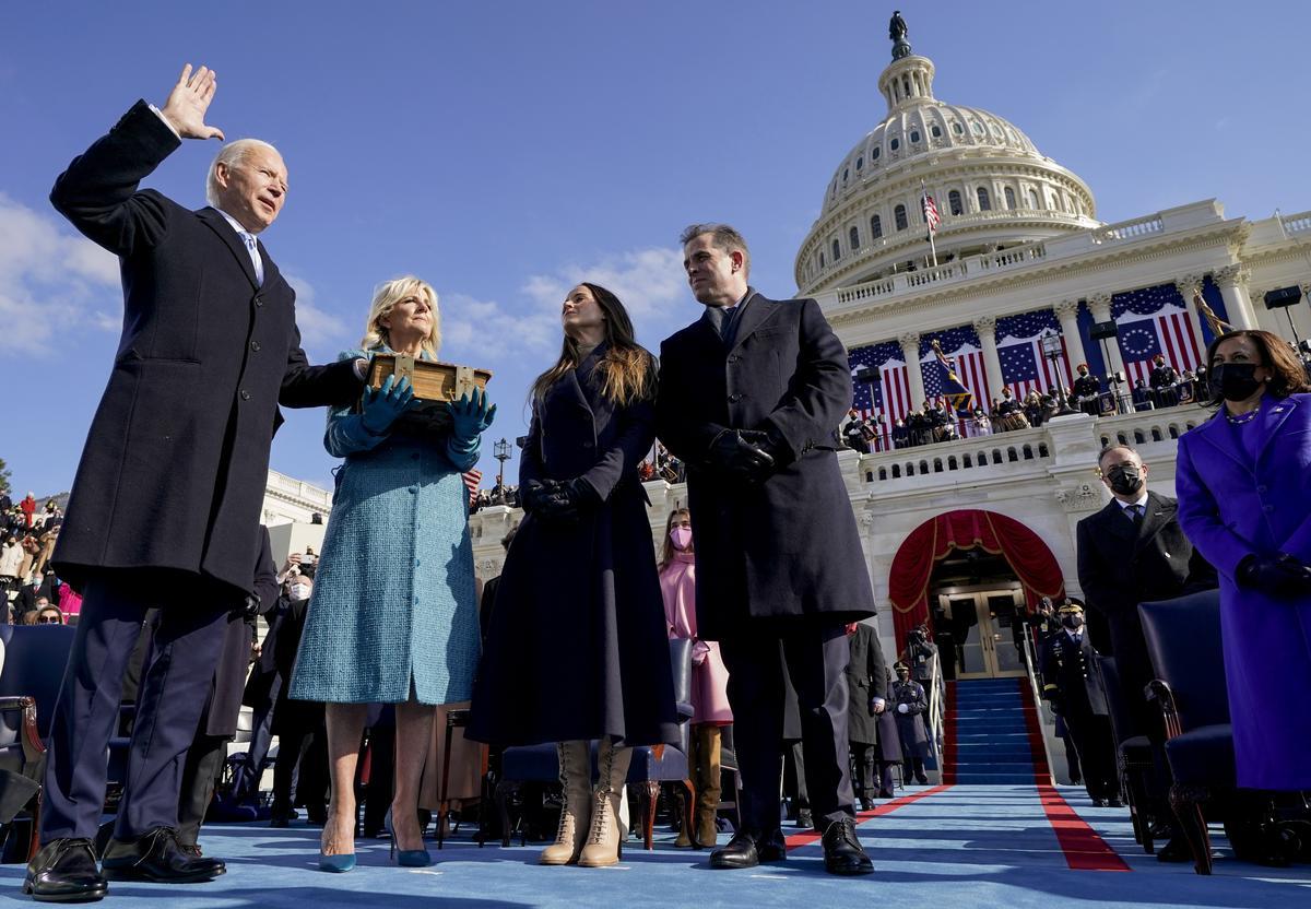Így tette le a hivatali esküjét - Fotókon Joe Biden beiktatása