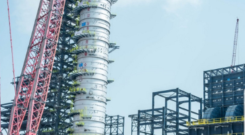 In pictures: The largest single crude distillation column successfully installed at the Dangote refinery site