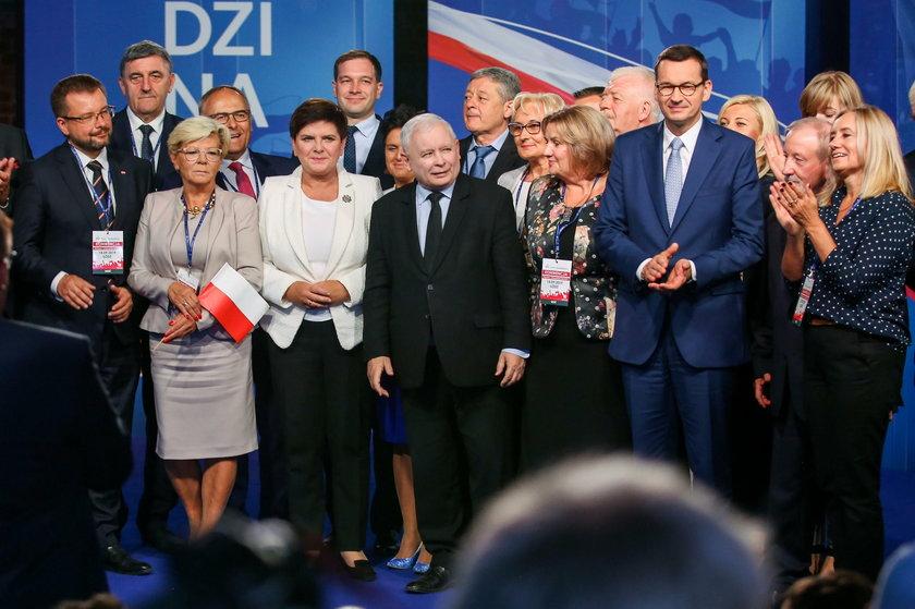 Prezes PiS i premier jeżdżą po Polsce z obietnicami