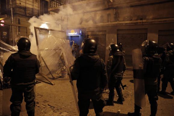 Policija obuzdava pristalice Moralesa