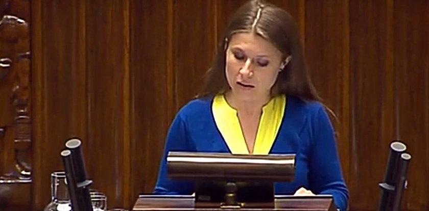 Posłanka PO przemawia w Sejmie w obcym języku. Jakim?