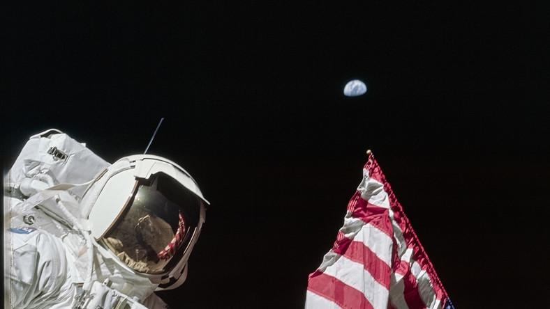 """Lądowanie na Księżycu latem 1969 roku było nazywane """"wielkim krokiem dla ludzkości"""", """"etapem ewolucji"""" i """"końcem kosmicznego wyścigu"""". Mija 50 lat od momentu, gdy Neil Armstrong postawił stopę na Srebrnym Globie. Od 20 lipca w Domu Spotkań z Historią będzie można oglądać wystawę """"Zdobyć Księżyc"""", prezentującą fotograficzną podróż z Ziemi na Księżyc. Na zdjęciach z archiwów NASA zobaczymy nie tylko samą eksplorację Księżyca, ale też cały proces, który do niej doprowadził."""