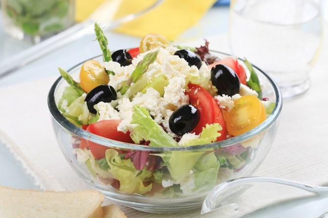 Lagana večera: grčka salata