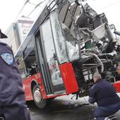 SAMO ČUDOM PREŽIVEO Vozač autobusa koji se zakucao u banderu nije doživeo INFARKT, ali ima čak ŠEST PRELOMA