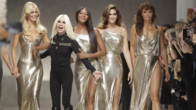 Donatella, by uczcić pamięć brata na ostatni pokaz zaprosiła najpiękniejsze top modelki z lat 90.