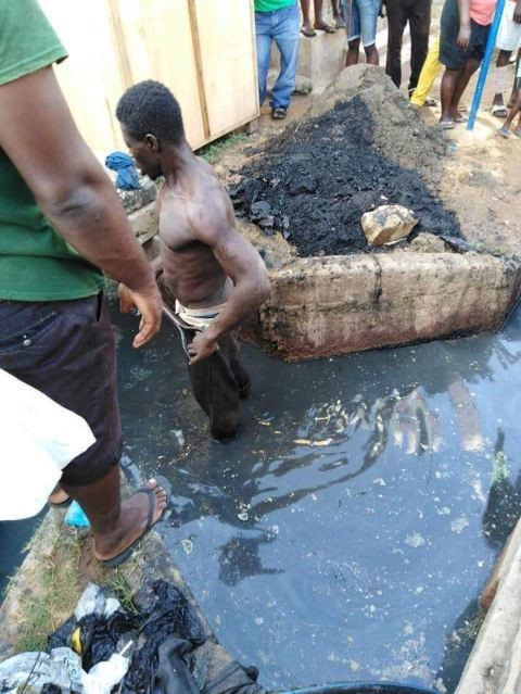 Residents beat up 'thief', gave him food and drinks before supervising him to clean their choked gutters (photos)