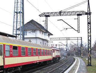 Pasażerowie dłużej poczekają na równe tory: Modernizacje głównych tras łapią coraz większe opóźnienie.
