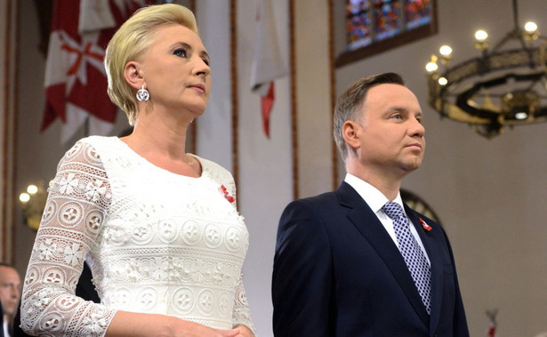 Kancelaria głowy państwa potwierdziła PAP, że prezydent Andrzej Duda przekazał na licytację czarną kurtkę z haftami góralskimi