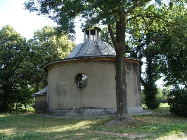 Kaplica w Manieczkach, wybudowana przez Wybickiego w 1786