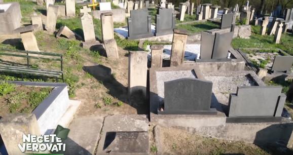Groblje u selu Lisice