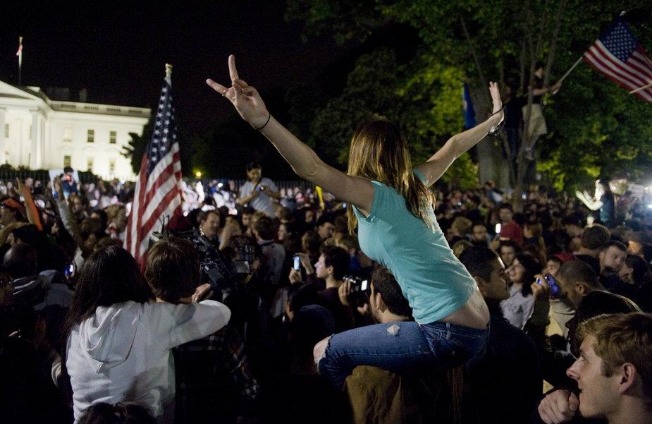 Demonstracja pod Białym Domem po ujawnieniu informacji o śmierci Osamy bin Ladena, 1 maja 2011 r.