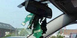 Jak usunąć z auta przykry zapach?