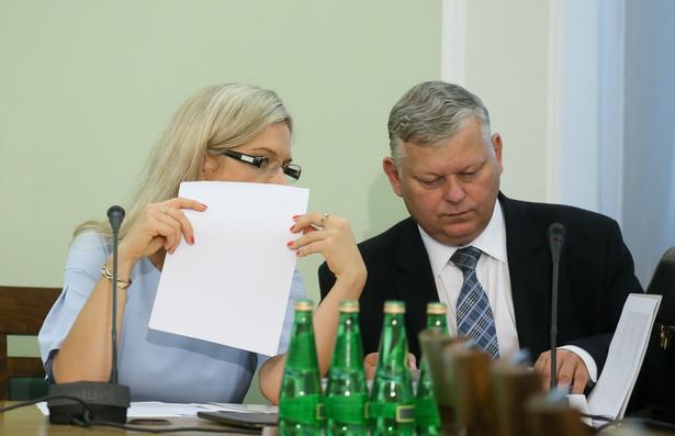 Przewodnicząca komisji, posłanka PiS Małgorzata Wassermann oraz członek komisji, poseł PiS Marek Suski